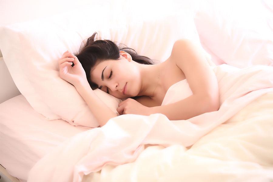 dormir-con-o-sin-sujetador