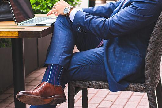 Cómo usar calcetines masculinos