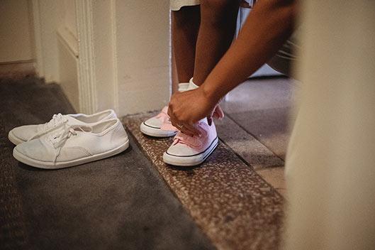 Quitarse el calzado al entrar en casa, clave para evitar el coronavirus